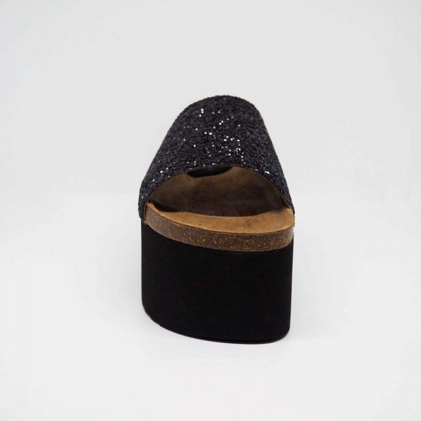 Sandalia negra con plataforma