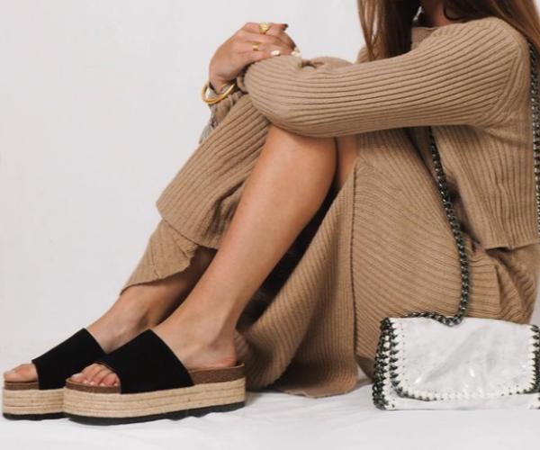 Tipo de sandalia con plataforma negra Mujer Alessandro Simoni