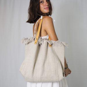 Very resistant medium / large size bag in ecru.