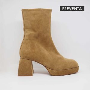 HEELED LEATHER ANKLE BOOT